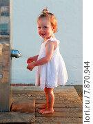Купить «Маленькая девочка на пляже», фото № 7870944, снято 12 июня 2015 г. (c) Морозова Татьяна / Фотобанк Лори
