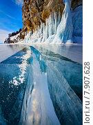 Широкая трещина в толстом льду озера Байкал. Стоковое фото, фотограф Станислав Толстнев / Фотобанк Лори