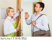 Купить «Angry woman threatens with rolling-pin», фото № 7916952, снято 20 января 2019 г. (c) Яков Филимонов / Фотобанк Лори