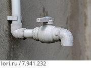 Пластиковый водопроводный кран. Стоковое фото, фотограф Юрий Шурчков / Фотобанк Лори