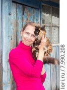 Женщина с котёнком. Стоковое фото, фотограф Игорь Ворожбитов / Фотобанк Лори