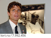 Berlin, P. Anthony Kennedy Shriver before a picture of John F. Kennedy (2006 год). Редакционное фото, агентство Caro Photoagency / Фотобанк Лори