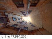 Купить «Санкт-Петербурга. Двор колодец», эксклюзивное фото № 7994236, снято 18 июля 2015 г. (c) Литвяк Игорь / Фотобанк Лори