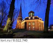 Купить «church illuminated baroque graveyard calibrate», фото № 8022740, снято 25 марта 2019 г. (c) PantherMedia / Фотобанк Лори