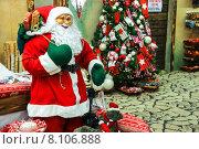 Купить «Большой рождественский рынок Villaggio di Babbo Natale в садовом центре Mondoverde. Taneto, Италия», фото № 8106888, снято 27 декабря 2014 г. (c) Николай Кокарев / Фотобанк Лори