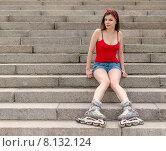 Купить «Молодая девушка в роликах сидит на ступенях спуска к Свердловской набережной. Санкт-Петербург», фото № 8132124, снято 20 июня 2015 г. (c) Ивашков Александр / Фотобанк Лори