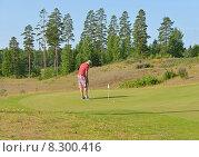 Купить «Игрок в гольф на великолепных полях в Финляндии», фото № 8300416, снято 18 июля 2015 г. (c) Валерия Попова / Фотобанк Лори