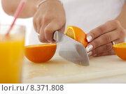 Купить «cut open oranges apfelsinen ffnen», фото № 8371808, снято 21 октября 2018 г. (c) PantherMedia / Фотобанк Лори