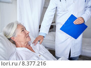 Купить «doctor visiting happy senior woman at hospital», фото № 8377216, снято 11 июня 2015 г. (c) Syda Productions / Фотобанк Лори