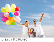 family with colorful balloons. Стоковое фото, фотограф Syda Productions / Фотобанк Лори