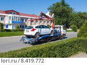 Купить «Эвакуатор во время работы», фото № 8419772, снято 26 июля 2015 г. (c) Андрей Воробьев / Фотобанк Лори