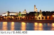 Купить «Вечерняя Москва, вид на набережную и Кремль», фото № 8446408, снято 26 июля 2015 г. (c) Владимир Журавлев / Фотобанк Лори