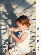 Купить «Маленькая девочка на пляже», фото № 8460376, снято 24 июня 2015 г. (c) Морозова Татьяна / Фотобанк Лори