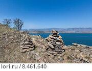 Озеро Байкал. Высокие каменные пирамиды на скалистом берегу (2015 год). Стоковое фото, фотограф Борис Ветшев / Фотобанк Лори