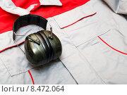 Звукoизоляционные наушники на фоне спецодежды. Стоковое фото, фотограф Андрей Воробьев / Фотобанк Лори