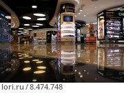 Отдел косметики в свободной зоне аэропорта Портела, Лиссабон, фото № 8474748, снято 1 июня 2012 г. (c) Irina Opachevsky / Фотобанк Лори
