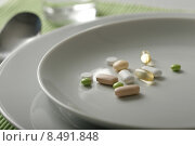 Купить «medicine plate drug agent pills», фото № 8491848, снято 24 сентября 2018 г. (c) PantherMedia / Фотобанк Лори