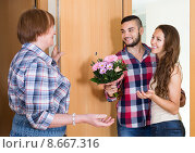 Купить «couple came to visit mother at the parental home», фото № 8667316, снято 17 июля 2018 г. (c) Яков Филимонов / Фотобанк Лори