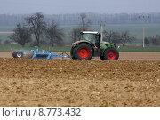 Купить «tractor at work on a field», фото № 8773432, снято 22 мая 2018 г. (c) PantherMedia / Фотобанк Лори