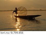 Купить «boy asia sunset boat sailboat», фото № 8799856, снято 15 сентября 2019 г. (c) PantherMedia / Фотобанк Лори