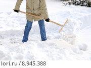 Купить «snow shovel schneeschaufeln woman work», фото № 8945388, снято 26 марта 2019 г. (c) PantherMedia / Фотобанк Лори