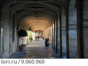 Купить «Портик в Париже», фото № 9060960, снято 19 сентября 2019 г. (c) Владимир Григорьев / Фотобанк Лори