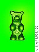 Hamburg, Germany, green Gummi bear (2014 год). Редакционное фото, агентство Caro Photoagency / Фотобанк Лори