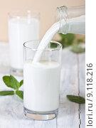 Купить «drink milk fill drinking glass», фото № 9118216, снято 24 мая 2018 г. (c) PantherMedia / Фотобанк Лори