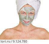 Купить «Улыбающаяся девушка с косметической маской на лице», фото № 9124780, снято 31 июля 2015 г. (c) Насыров Руслан / Фотобанк Лори