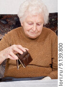 Купить «senior empty seniors pensioner purse», фото № 9139800, снято 16 июня 2019 г. (c) PantherMedia / Фотобанк Лори