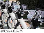 Купить «Пункт проката велосипедов в Москве», фото № 9142224, снято 8 августа 2015 г. (c) Manapova Ekaterina / Фотобанк Лори