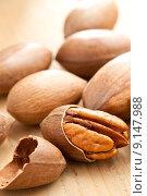Купить «pecan nuts», фото № 9147988, снято 11 июля 2020 г. (c) PantherMedia / Фотобанк Лори