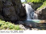 Купить «Водопад ручья Санчаро, КЧР», фото № 9295300, снято 13 июня 2015 г. (c) Оглоблин Андрей Николаевич / Фотобанк Лори