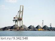 Купить «slag heaps of coal on the wharf in the port », фото № 9342548, снято 21 марта 2019 г. (c) PantherMedia / Фотобанк Лори