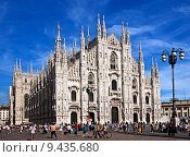 Купить «square of the cathedral of Milan with people», фото № 9435680, снято 28 мая 2018 г. (c) PantherMedia / Фотобанк Лори