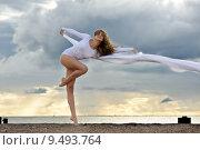 Купить «Beautiful ballerina is dancing at the beach», фото № 9493764, снято 22 марта 2019 г. (c) PantherMedia / Фотобанк Лори