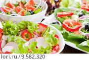 Купить «fresh salad», фото № 9582320, снято 15 декабря 2018 г. (c) PantherMedia / Фотобанк Лори
