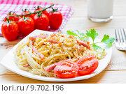 Купить «Паста карбонара с томатами», фото № 9702196, снято 11 июня 2015 г. (c) Константин Лабунский / Фотобанк Лори