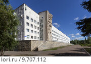 Купить «Здание Уфимского государственного нефтяного технического университета в г. Уфе», фото № 9707112, снято 15 августа 2015 г. (c) Коротнев / Фотобанк Лори