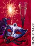 Купить «champagne carnival masks prosecco 2014», фото № 9732244, снято 27 июня 2019 г. (c) PantherMedia / Фотобанк Лори