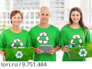 Smiling eco-minded colleagues with recycling boxes. Стоковое фото, агентство Wavebreak Media / Фотобанк Лори