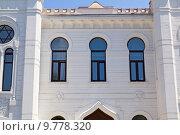 Купить «Белоснежное здание синагоги в Батуми. Грузия», фото № 9778320, снято 10 июля 2013 г. (c) Евгений Ткачёв / Фотобанк Лори