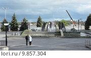 Купить «Фонтан в парке на улице Горошникова, город Нижний Тагил», видеоролик № 9857304, снято 2 августа 2015 г. (c) Кекяляйнен Андрей / Фотобанк Лори