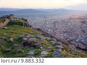 Купить «Руины античного города Пергам на фоне современного города. Турция», фото № 9883332, снято 17 августа 2018 г. (c) Уфимцева Екатерина / Фотобанк Лори
