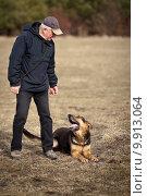 Купить «Master and his obedient dog», фото № 9913064, снято 24 июля 2019 г. (c) PantherMedia / Фотобанк Лори