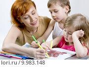 Купить «Mother with her children», фото № 9983148, снято 22 июля 2019 г. (c) PantherMedia / Фотобанк Лори