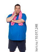 Купить «Pensive fat man playing sport», фото № 10017248, снято 22 июля 2019 г. (c) PantherMedia / Фотобанк Лори