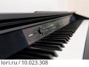 Клавиатура электронного пианино(фортепиано) Стоковое фото, фотограф Игорь Опойков / Фотобанк Лори