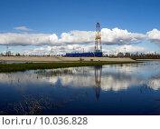Купить «Нефтяная вышка», фото № 10036828, снято 14 августа 2015 г. (c) Алексей Маринченко / Фотобанк Лори