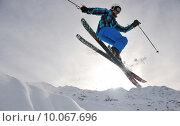 Купить «extreme freestyle ski jump», фото № 10067696, снято 12 октября 2018 г. (c) PantherMedia / Фотобанк Лори